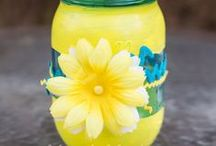 Mason Jar Crafts / Easy mason jar craft projects and home decor to make your home a one of a kind treasure!