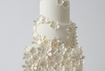 White Wedding Cakes / Modern design on a classic look.