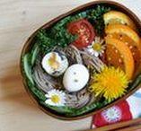 FOOD - Plats japonais / La cuisine japonaise est tellement variée : poisson cru et sushis, boeuf de kobé, mais aussi plats frits comme les tempuras, desserts au thé macha, cuisine végétarienne, tofu... C'est bien simple, on mange tout le temps, partout, et c'est excellent !