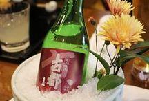 FOOD - Sake / Généralement confondu avec un digestif qu'on boit en fin de repas, le nihonshu ou sake japonais est en réalité un vin délicat qui ne dépasse pas 18° d'alcool et qui peut se marier aussi bien avec de la nourriture japonaise qu'avec des plats japonais.