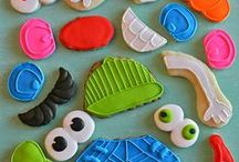 Decorated cookies / a board full of royal icing decorated cookies, how to do it, cookie inspiration and cookies that are just too pretty to eat