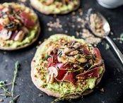 Avocado Cravings / We love Avocado! Egal, ob als Guacamole, in Salaten, auf dem Burger oder sogar zu süssen Kuchen und Desserts verarbeitet. Hier gibt's Rezepte, die die ganze Vielfalt der grünen Superfrucht zeigen.