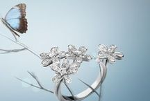 Diamond Breeze / As the holiday season approaches, Van Cleef & Arpels unveils #DiamondBreeze, a selection of creations in white gold and diamonds evoking a harmonious nature with the lightness of breeze.