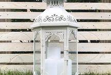 Lanterne Shabby / Arredate la vostra casa e il vostro giardino con una bellissima lanterna shabby. Riuscirete a creare un'atmosfera magica aggiungendo all'interno della lanterna una bellissima candela.