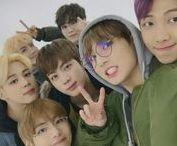 • ✧B T S✧ 방탄소년단 • / BTS(hangul: 방탄소년단,romanización revisada:Bangtan Sonyeondan)?, también conocidos comoBangtan Boys, es un gruposurcoreanodehip-hopformado porBig Hit Entertainment. El grupo está compuesto por siete integrantes:Jin,Suga,J-Hope,Rap Monster,Jimin,VyJungkook. Debutaron el13 de juniode2013con la canción «No More Dream» incluida en su primer sencillo2 Cool 4 Skool. Su debut enJapónse produjo con la versión en japonés de «No More Dream» el4 de juniode2014.