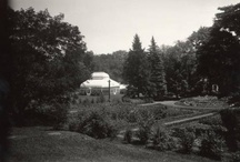 Green Thumbs / Mount Holyoke College has many gardens on campus for the students and staff to enjoy. Some of them date back over a century!