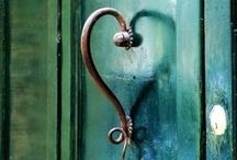 Doors, hinges and handles / Antique doors, door knobs, handles, knockers, remarkable hinges, keys and keyholes