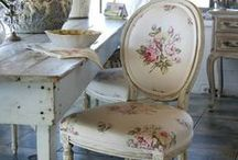 Chairs / Les chaises