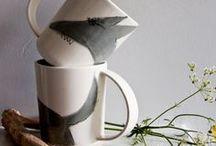 Wohnen: Geschirr & Keramik / Du willst deinen Gästen ein ganz besonderes Dinner servieren? Dann darf tolles, handgefertigtes und einzigartiges Geschirr in deiner Küche & auf deinem Esstisch auf keinem Fall fehlen. Auf diesem Board zeigen wir besondere Keramik & Porzellan Produkte für Deine Küche. Lass Dich inspirieren von einer Auswahl an Tellern, Besteck, Tassen und vielem mehr.
