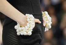 Fashion Week Accessories / Amazingly accessorized looks from catwalks and influencers. www.monnierfreres.com