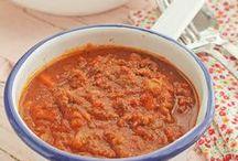 Recetas de salsas / Desde la salsa carbonara a la salsa de champiñones, las recetas de salsa alegran cualquier plato, y nosotros tenemos salsas para todos los gustos.