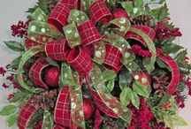 Christmas Decor. Decorations. Gift Ideas / Lots of ideas for dressing up your home for Christmas. Gift ideas for friends and family, etc.