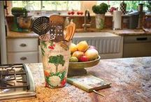 Tinware / Ideas for using tin/zinc buckets, pots and watering cans in your home decor