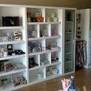 Muebles -Que D´talle Bueu- / Resumen del trabajo realizado para la tienda Que D´talle de Bueu. El mobiliario lo fabricamos integramente en nuestras instalaciones. El montaje lo llevamos a término en su establecimiento comercial en Bueu.