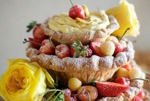 Cakes: Alternatives / Step outside the box with one of these alternatives to the traditional wedding cake. #wedding #cake #weddingcake #weddingcakealternative  #pie #weddingpie #cookies #weddingcakecookies #croquembouche #kransecake