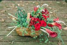 Bouquets: Bags, Baskets, and Purses / Bridal bouquets shaped like or made in bags, baskets, and purses. #wedding #weddingbouquet #bridalbouquet #bouquetalternative #alternativebouquet #bagbouquet #basketbouquet #pursebouquet