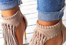 Ayaklar ayakkabılar