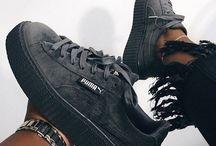 { Sapatos } / Tênis, botas, saltos.