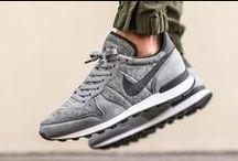Sneakers und anderes Schuhwerk