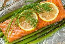 Seafood Dinners / Recipes to cook fish - different ways to ensure your family has a healthy dose of fish every week, you can fry , oven bake, add it to stir fries, cook it  alfoil...use different sauces, add different vegetables and lots more!