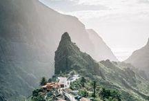 Tenerife, îles Canaries / Tenerife est peut être l'île la plus variée de l'archipel des Canaries. Elle réunit les meilleurs atouts de l'archipel: nature incroyable, authenticité, plages de sable blanc et de sable noir et aussi de grandes stations balnéaires. Le Parc National de Teide est sublime avec un volcan dont le point culmine à 3715 mètres d'altitude ! C'est le plus haut sommet d'Espagne.  Il est bien de passer une semaine sur l'île et profiter de cette diversité. L'île peut convenir à tout type de voyageurs.