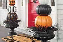 Halloween Decor / Just because it is Halloween doesn't mean it can't be elegant