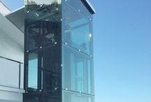 Ascensore per la casa SUITE / Suite è un mini ascensore dotato di tutti i comfort e progettato nel rispetto dei principi di Risparmio Energetico e Compatibilità Ambientale.