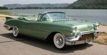 Cars USA 1950-1960's / L'âge d'or de la production automobile américaine... On n'en voyait pas beaucoup chez nous, car elles n'étaient pas adaptées à nos routes étroites et défoncées. Alors, quand on voyait une, on rêvait...