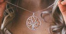 Baum des Lebens Anhänger / Schmuck mit Bedeutung begleitet uns als funkelndes Geschmeide, welches uns ein starkes Selbstbewusstsein und einzigartiges Körpergefühl schenken.
