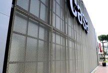 lndustrial Facade / В современном строительстве все большую популярность приобретают вентилируемые фасадные системы. В нынешних реалиях внешний вид фасадов сооружений обязан решать много задач, в число которых входят обустройство привлекательного экстерьера и защита ограждающих конструкций от вредных механических и погодных влияний.