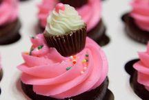 Cupcakes ~ Baking ~ Cake Decorating / by 🎀 ąɳɖℜҽą ƕąɳℜąɬɬყ 🎀