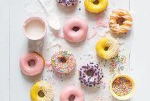 Donuts. / Yummy, yummy, let's get in my tummy. Rund, süß und super lecker: Donuts! // Donuts, Doughnuts