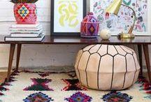 INTERIOR // BOHEMIAN HOME / liebst du bunte farben, gemütliche kelim-teppiche, kakteen und eine relaxte atmosphäre? dann paßt der kreative boho-style perfekt zu dir! hier findest du ethno-inspiriertes interior und individuelle wohnaccessoires im hippielook. / relaxed, creative boho-style interiors and home decors!