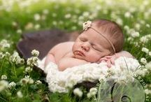 Outdoor Newborn Photography / Outdoor newborn photography posing, props, style and session inspiration.