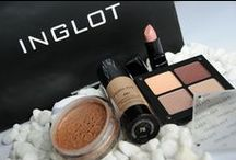 Make Up / All your essential make up needs for that special day.  http://www.weddingessentials.co.za/