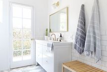 Guest Bathroom / Clean, modern guest bathroom. How to set up a comfortable bathroom for guests.