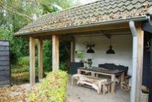 Tuinhuizen / Een gebouw(tje) in een tuin wordt gebouwd en ingericht op basis van de functie die het gaat krijgen. Een schuurtje voor de opslag van oude spullen, de fietsen of een tweede koelkast.