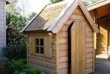 Kinderspeelhuizen / Laat uw kinderen spannende avonturen beleven in uw eigen tuin! Tuinwinkel.nl heeft een aantal prachtige (houten) speelhuisjes.