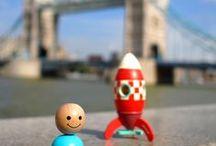 La tête dans les étoiles / Photos du jouet emblématique de la marque janod, le kit magnet fusée, disponible en 3 tailles, à partir de 3 ans.