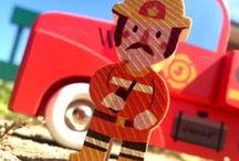 Fans de Pompiers ! / Jouets pour enfants sur le thème des pompiers. Camions, grande échelle, pompiers en bois. A partir de 3 ans.