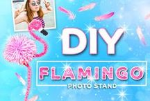 DIY Flamingo Photo Stand | Printiki / Let's make a DIY Flamingo Photo Stand using wire and chenille stems. Pink, fluffy and cute!