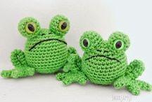 Crochet frogs