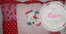 DIY: Kissen / Kissen selbst genäht, bestickt oder gehäkelt. Kissen zur Deko oder Nackenkissen, Leseknochen, Anleitungen zum Kissen nähen und Freebies. Kissen zur Geburt, Kissen als Geburtstagsgeschenk