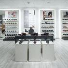 Shopfitting - Fashion by OBV / #Shopfitting #Ladenbau #interior #interiordesign #obv #objektbau #bomers #vreden #design #architecture #electronics #innovativ #retail #pos # #store #furniture #fashion #clothes #style #dress #mode #new