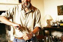 ℹ️ VINO .. ILJA GORT / Ilja Gort is een Nederlandse schrijver en wijnboer die afwisselend in Nederland en in Frankrijk woont. Gort was tot 2000 succesvol in het componeren van reclametunes en daarna legde hij zich toe op het schrijven van boeken en het maken van wijn.
