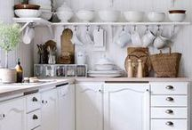 Farmhouse Kitchens / This board is full of inspirational farmhouse kitchens and farmhouse kitchen decor