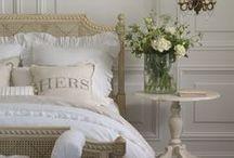 Maison ~ la chambre à coucher / Bedrooms, Dressing Rooms, Dressing Tables Closets, Boudoirs / by Elizabeth Atwood