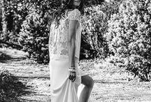 Laure de Sagazan & Lizeron / Un doux mélange de savoir-faire français avec les robes de mariée Laure de Sagazan.