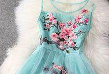 Dresses - sleeveless / by Mary Shadbolt