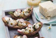 Alles Käse / Alles Käse oder was? Zahlreiche Rezepte rund um das Thema Käse lassen einem das Herz aufgehen. Von Frischkäsebällchen auf einem leichten Salat hin zu einem gemütlichen Käse-Fondue im Sommer - wir lieben Käse als Snack, geschmolzen oder als Salat und sind immer auf der Suche nach neuen käsigen Ideen.